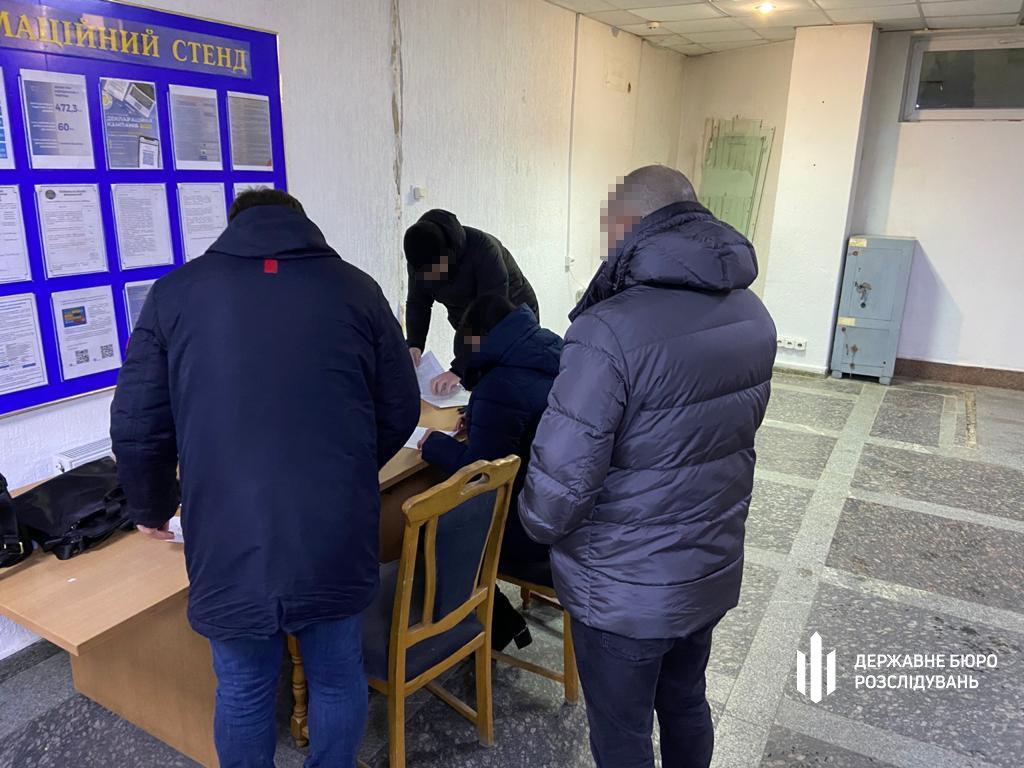 Слідчі ТУ ДБР у місті Хмельницькому повідомили про підозру полковнику податкової міліції, фото-1