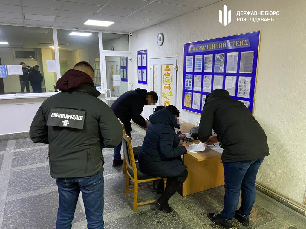 Слідчі ТУ ДБР у місті Хмельницькому повідомили про підозру полковнику податкової міліції, фото-2