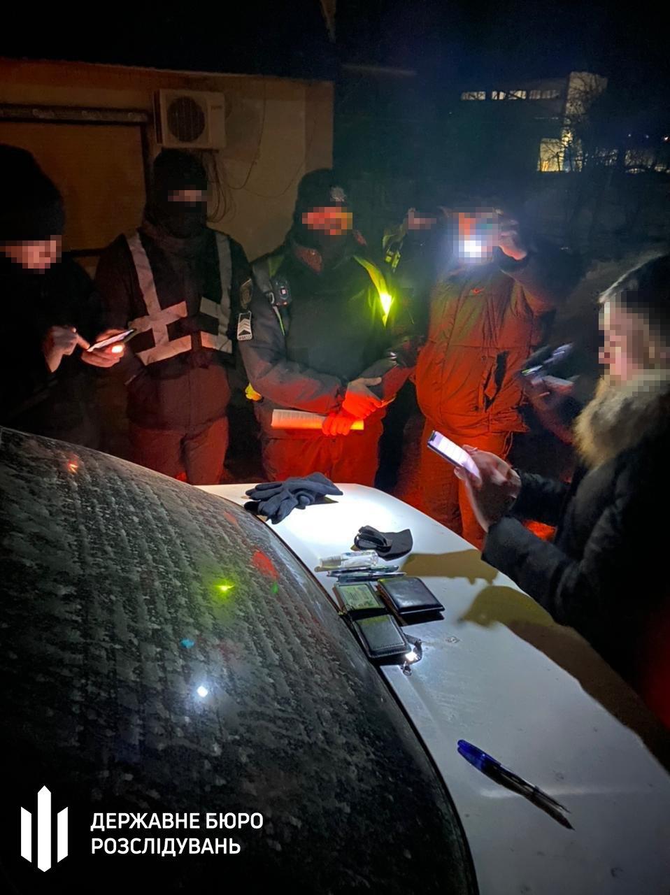 Збут відомостей про осіб та транспортні засоби — ДБР затримало «на гарячому» поліцейського Хмельниччини, фото-3