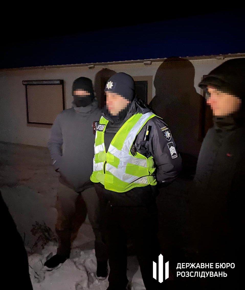 Збут відомостей про осіб та транспортні засоби — ДБР затримало «на гарячому» поліцейського Хмельниччини, фото-1