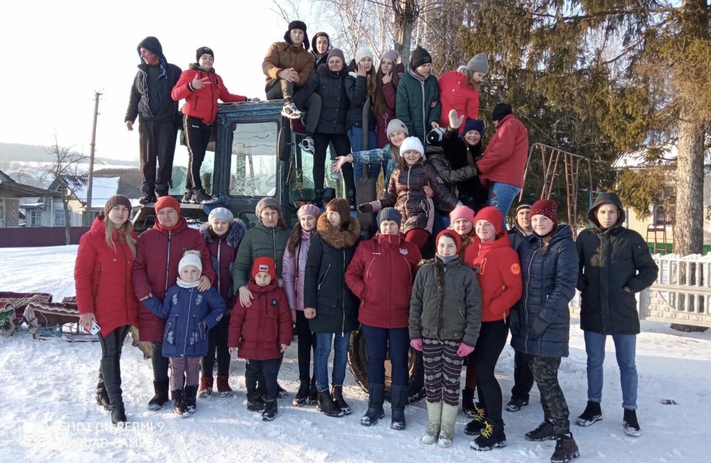 На Хмельниччині сотні санчат проїхалися в селі (ВІДЕО), фото-2