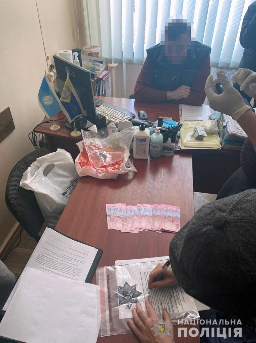 У Хмельницькому під час отримання неправомірної вигоди затримали посадовця Федерації профспілок , фото-2