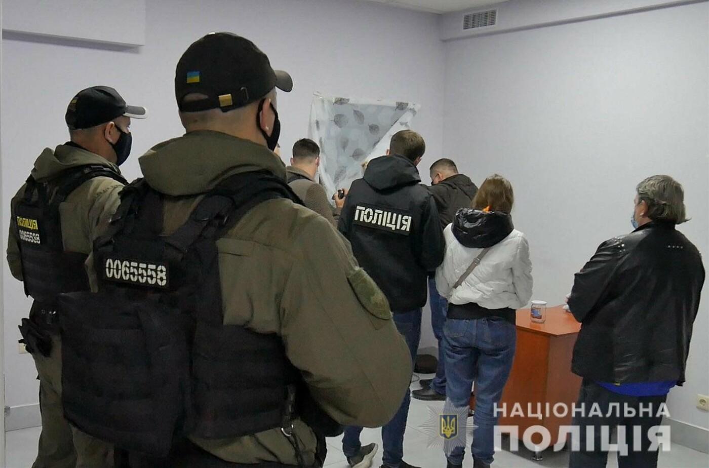 У Хмельницькому викрили бордель, замаскований під масажний салон (відео), фото-1