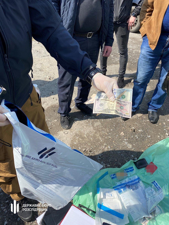 ТУ ДБР у Хмельницькому: «кришування» перевезення алкоголю та тютюну начальником поліції, фото-3