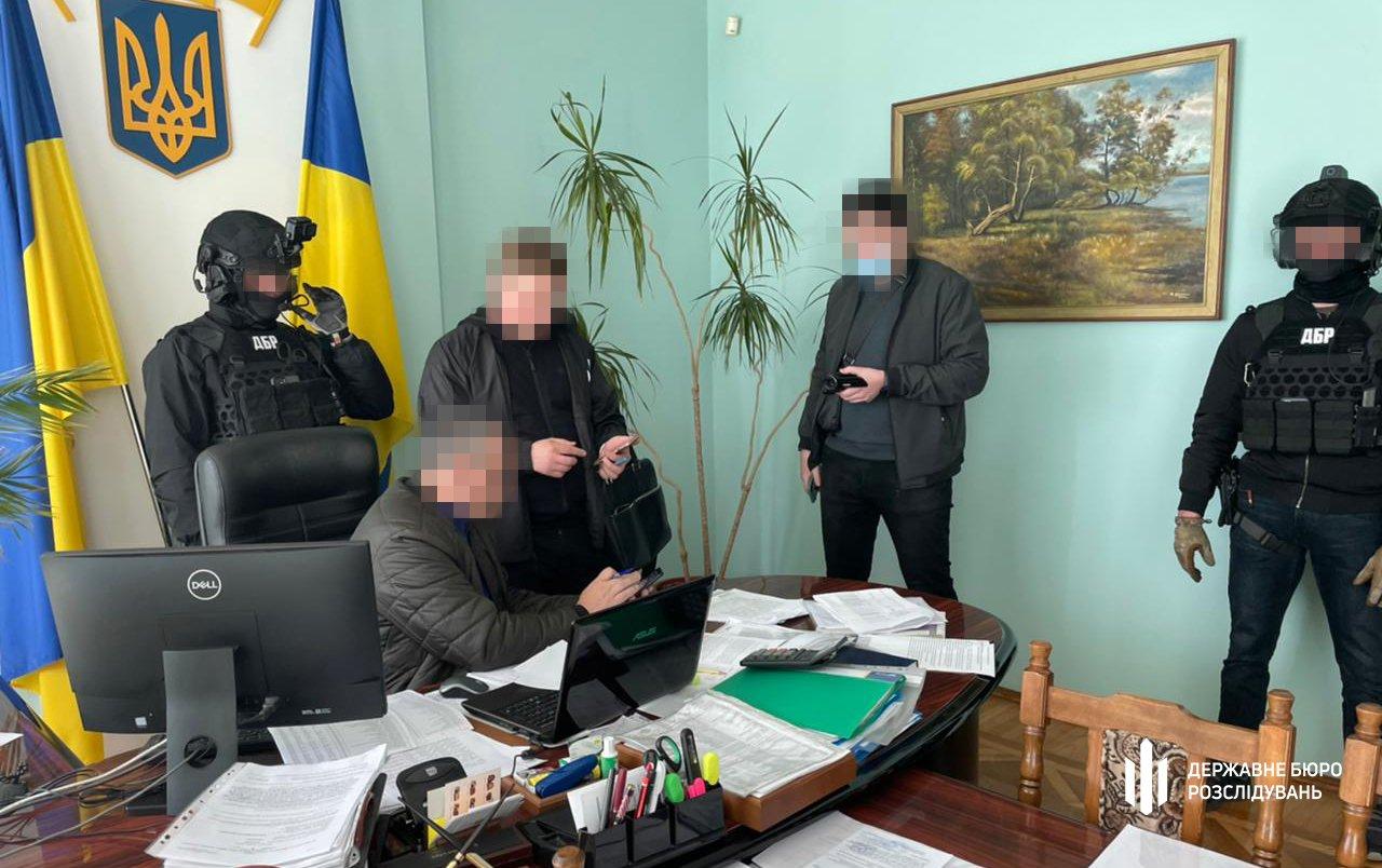 50 000 грн за відсутність податкової перевірки — ДБР затримало «на гарячому» начальника відділу ГУ ДПС, фото-1
