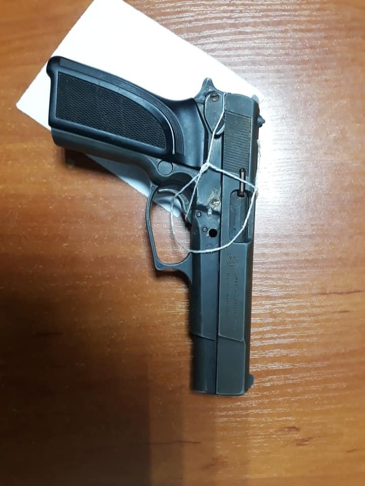 На Хмельниччині під час сімейного конфлікту у зятя виявили незареєстровану зброю , фото-1