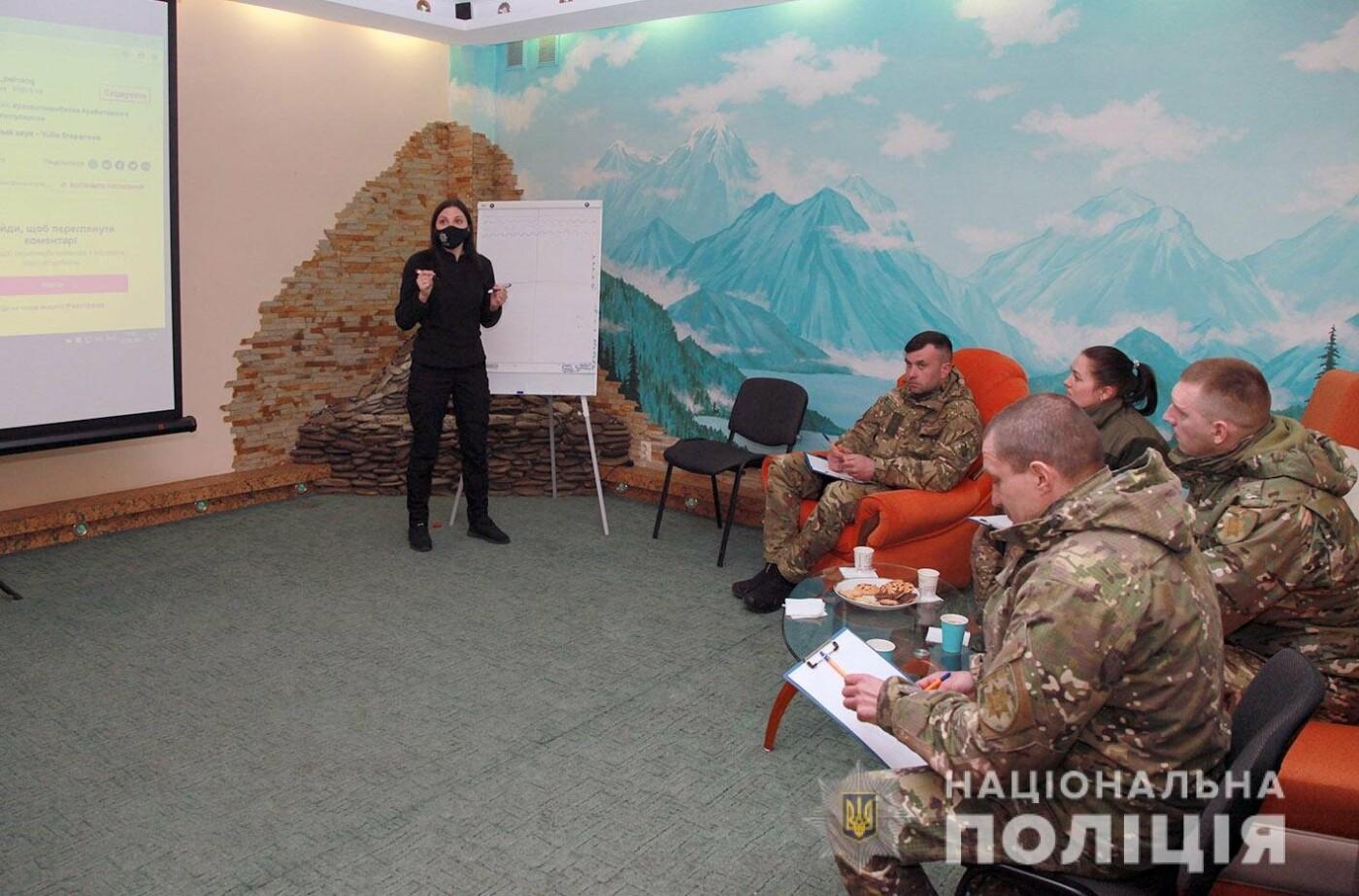 У Хмельницькому поліцейські психологи навчають учасників ООС, як зберігати спокій в екстремальних умовах, фото-1
